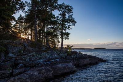 https://imgc.allpostersimages.com/img/posters/sundown-stora-le-lake-sweden_u-L-Q1EXU9F0.jpg?artPerspective=n