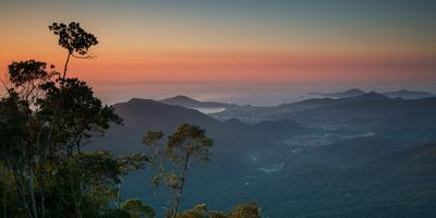 https://imgc.allpostersimages.com/img/posters/sunrise-above-serra-do-mar-state-park-in-sao-paulo-state-brazil_u-L-Q135VCY0.jpg?p=0