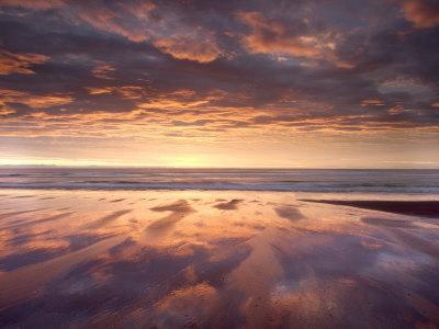 https://imgc.allpostersimages.com/img/posters/sunrise-alnmouth-beach-alnmouth-alnwick-northumberland-england-united-kingdom-europe_u-L-P7NIV40.jpg?p=0