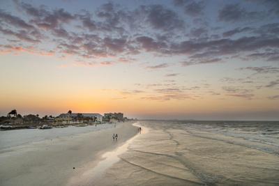 https://imgc.allpostersimages.com/img/posters/sunrise-at-fort-myers-beach-florida-usa_u-L-PXR8PZ0.jpg?p=0