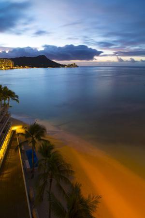 https://imgc.allpostersimages.com/img/posters/sunrise-diamond-head-waikiki-beach-oahu-hawaii_u-L-Q1D0UXZ0.jpg?p=0