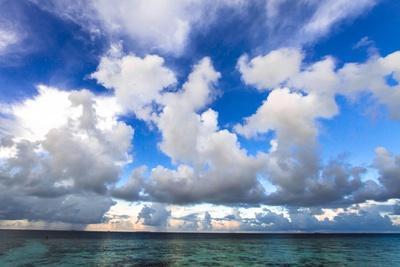https://imgc.allpostersimages.com/img/posters/sunrise-in-filiteyo-maldives_u-L-Q10VESP0.jpg?p=0