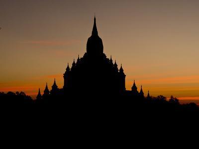 https://imgc.allpostersimages.com/img/posters/sunrise-in-the-buddhist-temples-of-bagan-pagan-myanmar-burma_u-L-PWFHWP0.jpg?p=0