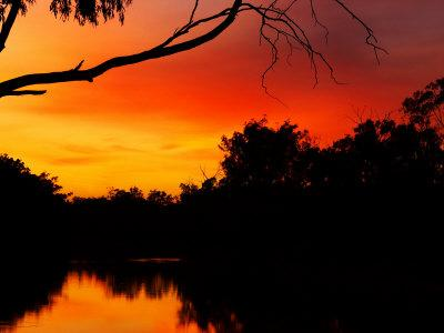 https://imgc.allpostersimages.com/img/posters/sunrise-murray-river-moama-new-south-wales-victoria-australia_u-L-P2T9AQ0.jpg?p=0