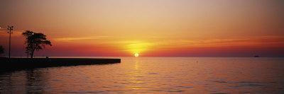 https://imgc.allpostersimages.com/img/posters/sunrise-over-a-lake-lake-michigan-chicago-illinois-usa_u-L-P18KVP0.jpg?p=0