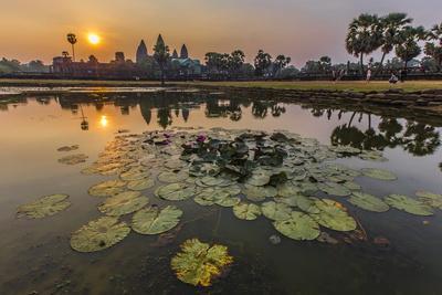 https://imgc.allpostersimages.com/img/posters/sunrise-over-angkor-wat_u-L-PO7RAK0.jpg?artPerspective=n