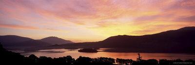https://imgc.allpostersimages.com/img/posters/sunrise-over-derwentwater-from-catbells-near-keswick-lake-district-cumbria-england-uk_u-L-P2QS2J0.jpg?p=0