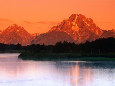https://imgc.allpostersimages.com/img/posters/sunrise-over-mt-moran-in-the-teton-ranges-grand-teton-national-park-wyoming-usa_u-L-P3SDJH0.jpg?p=0