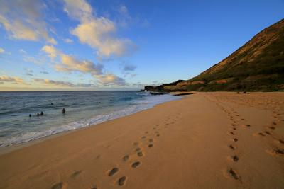 https://imgc.allpostersimages.com/img/posters/sunrise-sandy-beach-park-kai-oahu-hawaii_u-L-Q1D0QJ10.jpg?p=0