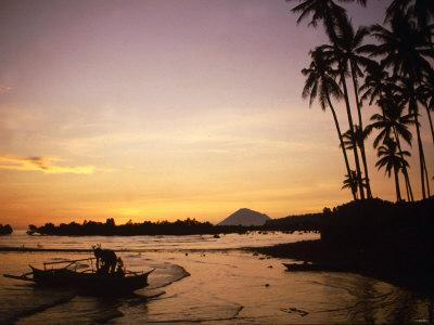 https://imgc.allpostersimages.com/img/posters/sunset-and-fisherman-on-manado-indonesia-1990s_u-L-P5F6JZ0.jpg?artPerspective=n