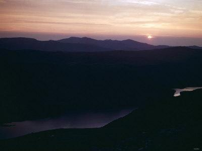 https://imgc.allpostersimages.com/img/posters/sunset-as-seen-from-top-of-mount-helvellyn-in-the-lake-district-cumbria_u-L-P5F6P30.jpg?p=0