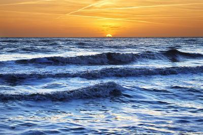 https://imgc.allpostersimages.com/img/posters/sunset-at-brighton-beach-sussex-england-united-kingdom-europe_u-L-PWFL370.jpg?p=0