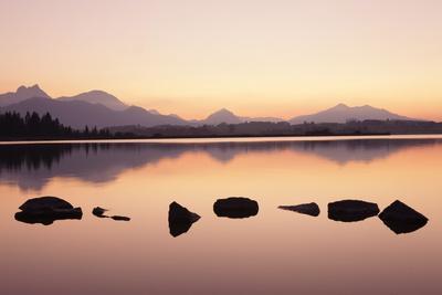 https://imgc.allpostersimages.com/img/posters/sunset-at-hopfensee-lake-near-fussen-allgau-allgau-alps-bavaria-germany-europe_u-L-PQ8P8N0.jpg?p=0