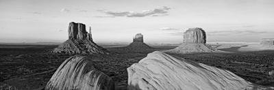 Sunset at Monument Valley, Monument Valley Tribal Park, Utah, USA