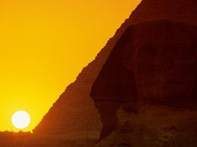 https://imgc.allpostersimages.com/img/posters/sunset-at-the-pyramid-of-khafre-and-sphinx-at-giza-4th-dynasty-old-kingdom-egypt_u-L-P582DG0.jpg?p=0