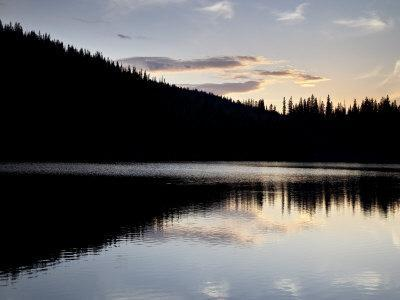 https://imgc.allpostersimages.com/img/posters/sunset-behind-mirror-lake-gunnison-national-forest-colorado-usa_u-L-P7O0AO0.jpg?artPerspective=n