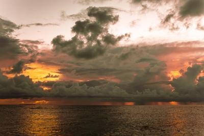 https://imgc.allpostersimages.com/img/posters/sunset-in-filiteyo-maldives_u-L-Q10VEQB0.jpg?p=0