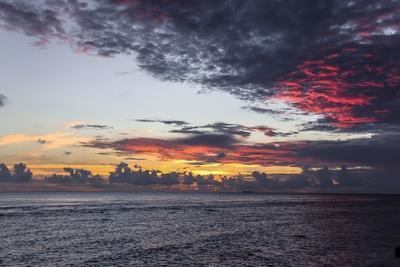 https://imgc.allpostersimages.com/img/posters/sunset-in-filiteyo-maldives_u-L-Q10VESK0.jpg?p=0