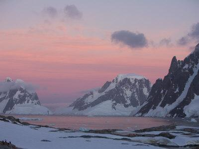 https://imgc.allpostersimages.com/img/posters/sunset-light-on-lemaire-channel-antarctic-peninsula_u-L-P58BD00.jpg?p=0