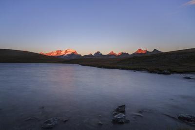 https://imgc.allpostersimages.com/img/posters/sunset-on-rossett-lake-at-an-altitude-of-2709-meters-gran-paradiso-national-park_u-L-PWFMHU0.jpg?p=0