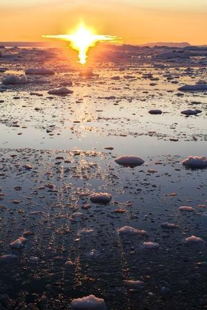 https://imgc.allpostersimages.com/img/posters/sunset-on-the-arctic-ocean-greenland_u-L-Q10VHAU0.jpg?p=0