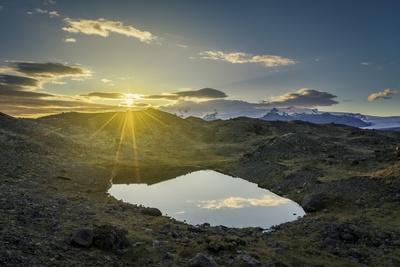 https://imgc.allpostersimages.com/img/posters/sunset-over-lava-and-moss-landscape-svinafellsjokull-glacier-iceland_u-L-PZSAQ40.jpg?artPerspective=n