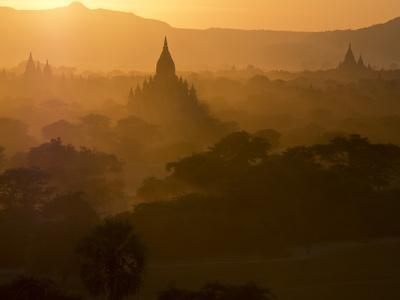 https://imgc.allpostersimages.com/img/posters/sunset-over-the-buddhist-temples-of-bagan-pagan-myanmar-burma_u-L-PWFHVD0.jpg?p=0