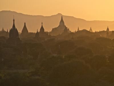 https://imgc.allpostersimages.com/img/posters/sunset-over-the-buddhist-temples-of-bagan-pagan-myanmar-burma_u-L-PWFHX50.jpg?p=0