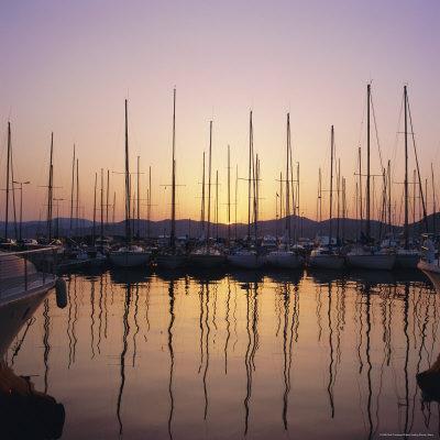 https://imgc.allpostersimages.com/img/posters/sunset-over-the-marina-st-tropez-cote-d-azur-var-provence-france-europe_u-L-P2QU290.jpg?artPerspective=n