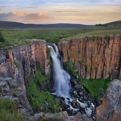 https://imgc.allpostersimages.com/img/posters/sunset-over-the-north-clear-creek-falls-rio-grande-national-forest-colorado_u-L-Q1D0NB70.jpg?p=0