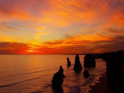 https://imgc.allpostersimages.com/img/posters/sunset-twelve-apostles-port-campbell-national-park-great-ocean-road-victoria-australia_u-L-P2T8SE0.jpg?p=0