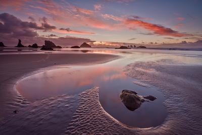 https://imgc.allpostersimages.com/img/posters/sunset-with-orange-clouds-bandon-beach-oregon-united-states-of-america-north-america_u-L-PQ8OHB0.jpg?artPerspective=n