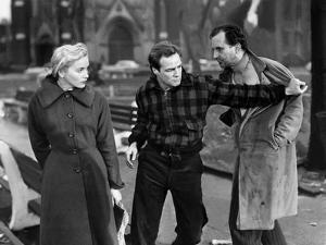 Sur les quais On The Waterfront d' EliaKazan with Marlon Brando and Eva Marie Saint, 1954 (b/w phot