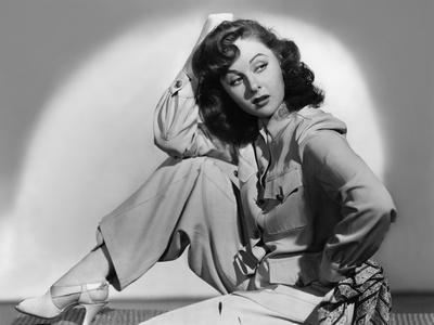 https://imgc.allpostersimages.com/img/posters/susan-hayward-1918-1975-actrice-americaine-b-w-photo_u-L-Q1C2Y2F0.jpg?artPerspective=n
