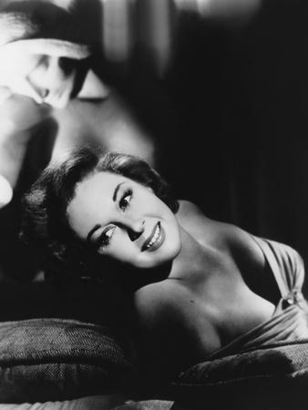 https://imgc.allpostersimages.com/img/posters/susan-hayward-1918-1975-actrice-americaine-b-w-photo_u-L-Q1C2YFT0.jpg?artPerspective=n