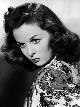 https://imgc.allpostersimages.com/img/posters/susan-hayward-1918-1975-actrice-americaine-dans-les-annees-40-1940-s-b-w-photo_u-L-Q1C2Y4R0.jpg?artPerspective=n