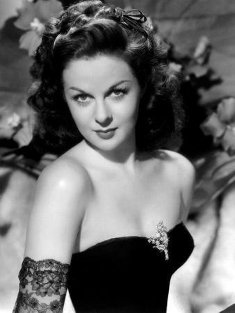 https://imgc.allpostersimages.com/img/posters/susan-hayward-1918-1975-actrice-americaine-dans-les-annees-40-1940-s-b-w-photo_u-L-Q1C2Y960.jpg?artPerspective=n