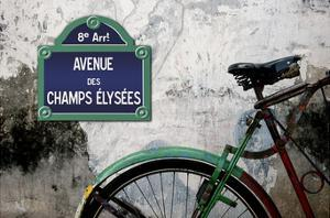 Paris au champs by Sven Pfrommer