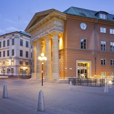 https://imgc.allpostersimages.com/img/posters/sweden-stockholm-gamla-stan-old-town-mynttorget-kanslihuset_u-L-Q11YTWC0.jpg?p=0