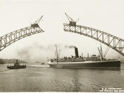 https://imgc.allpostersimages.com/img/posters/sydney-harbour-bridge-australia-construction_u-L-Q1086PH0.jpg?artPerspective=n