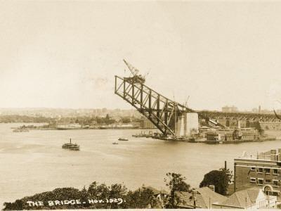 https://imgc.allpostersimages.com/img/posters/sydney-harbour-bridge-australia-construction_u-L-Q1089ZP0.jpg?artPerspective=n