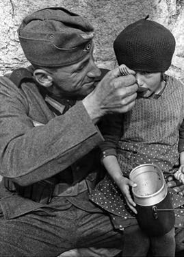 Deutscher Soldat im Sudetenland, 1938 by SZ Photo