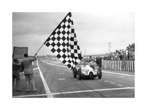 Hermann Paul Müller gewinnt den Grand-Prix von Frankreich, 1939 by SZ Photo