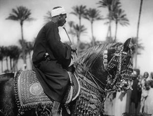 Mann auf einem Pferd, 1930er Jahre by SZ Photo
