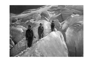 Überquerung eines Gletschers im Jungfraugebiet, 1929 by SZ Photo