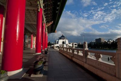 https://imgc.allpostersimages.com/img/posters/taipei-red-pillars-chiang-kai-shek-memorial-hall_u-L-Q1AS5VC0.jpg?p=0