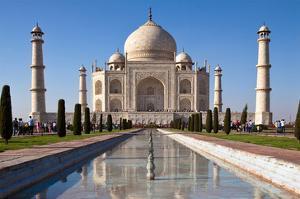 Taj Mahal & Pond in Agra India