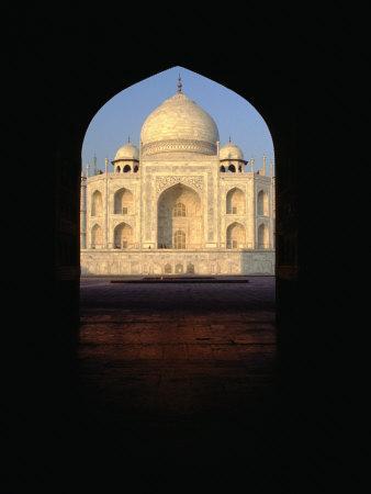 https://imgc.allpostersimages.com/img/posters/taj-mahal-through-archway-agra-uttar-pradesh-india_u-L-P4FU2T0.jpg?p=0