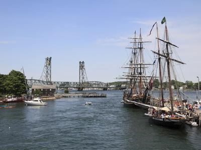 https://imgc.allpostersimages.com/img/posters/tall-ships-portsmouth-new-hampshire-new-england-united-states-of-america-north-america_u-L-PFO4790.jpg?p=0