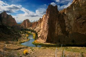 Smith Rock in Autumn by Tan Yilmaz